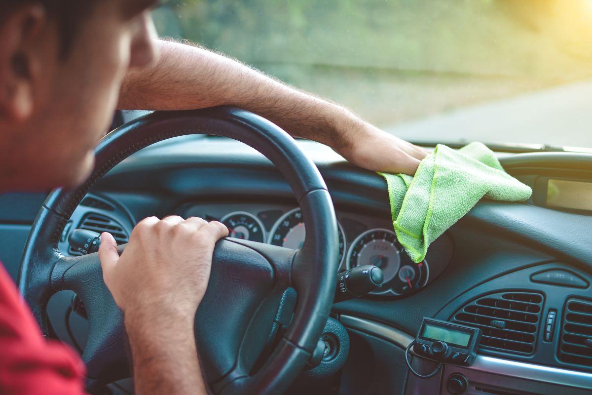 Auto kesäkuntoon sisältä ja ulkoa – huomasitko kiveniskemiä maalipinnassa?