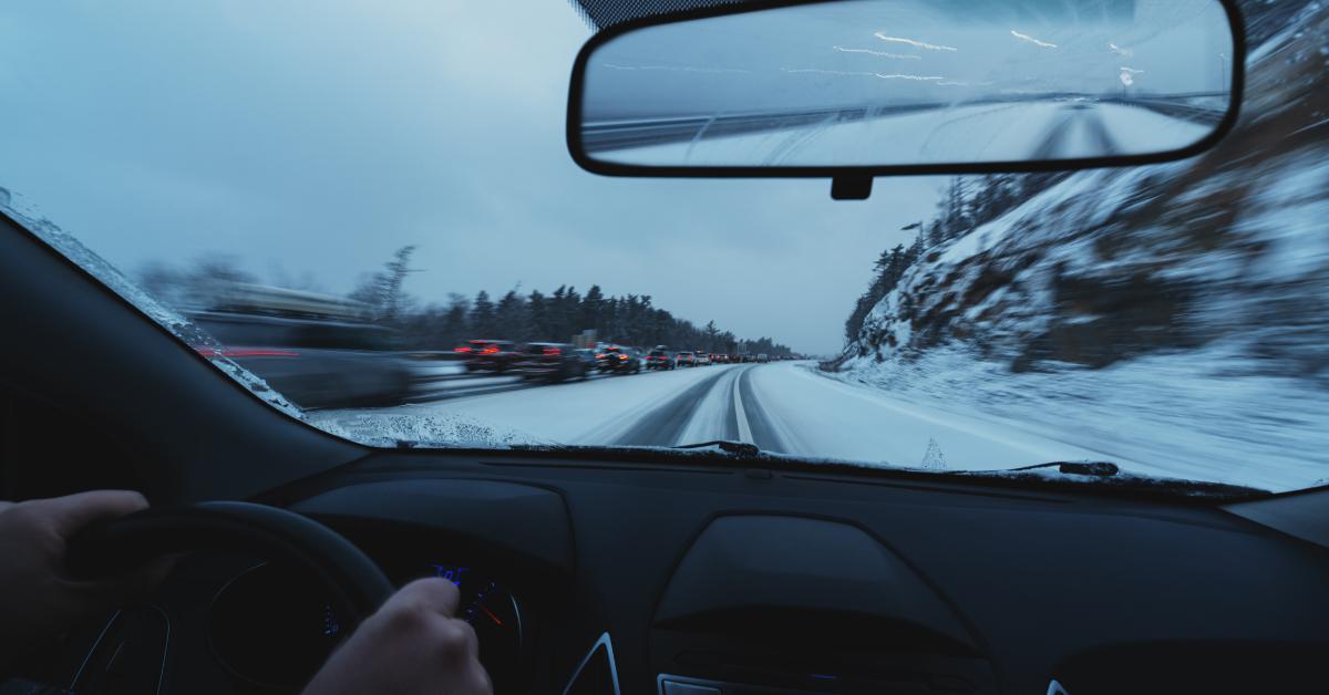 Talven ajo-olosuhteissa aikaa pysähtymiseen kuluu yli kaksinkertaisesti – Näin toimii ennakoiva kuljettaja